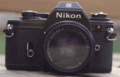Cámara clásica Nikon tipo EM